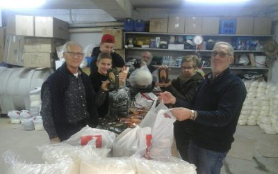'Pijnackernaren' brengen voedselpakketten rond